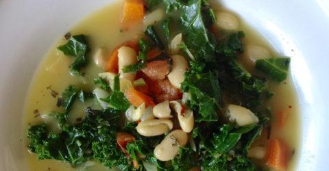Cavolo Nero: sopa de col rizada y frijoles blancos