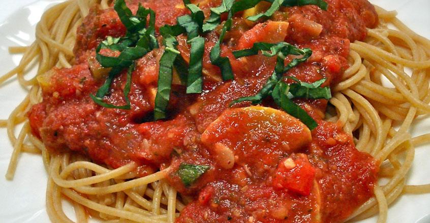 Salsa pomodoro con vegetales de verano