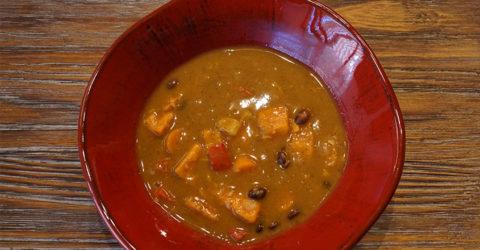 Sopa de batata y frijoles negros