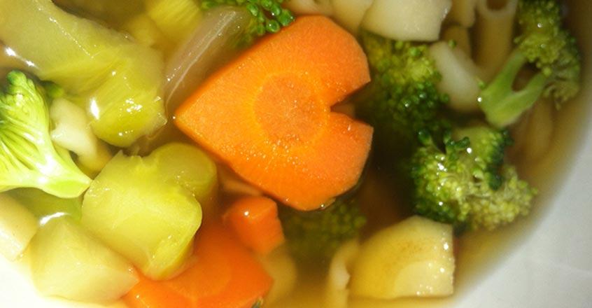 Sopa de fideos con brócoli y jengibre