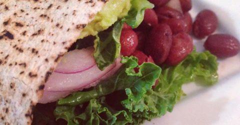 Burrito de kale y frijol rojo