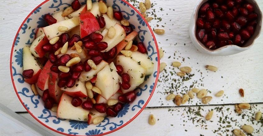 Ensalada de manzana con menta y piñones