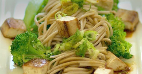 Peanutty Soba Noodles With BBQ Tofu and Broccoli