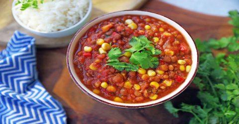Chili de lentejas basado en plantas
