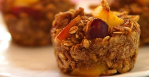 Muffins de avena con ciruela y nectarina