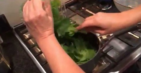 Steamed spinach is a great way to incorporate greens into your meals